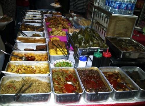 11 Spanduk Warung Makan yang Pasti Mencuri Perhatian, Menarik di Mata Dulu Baru Nikmat di Lidah